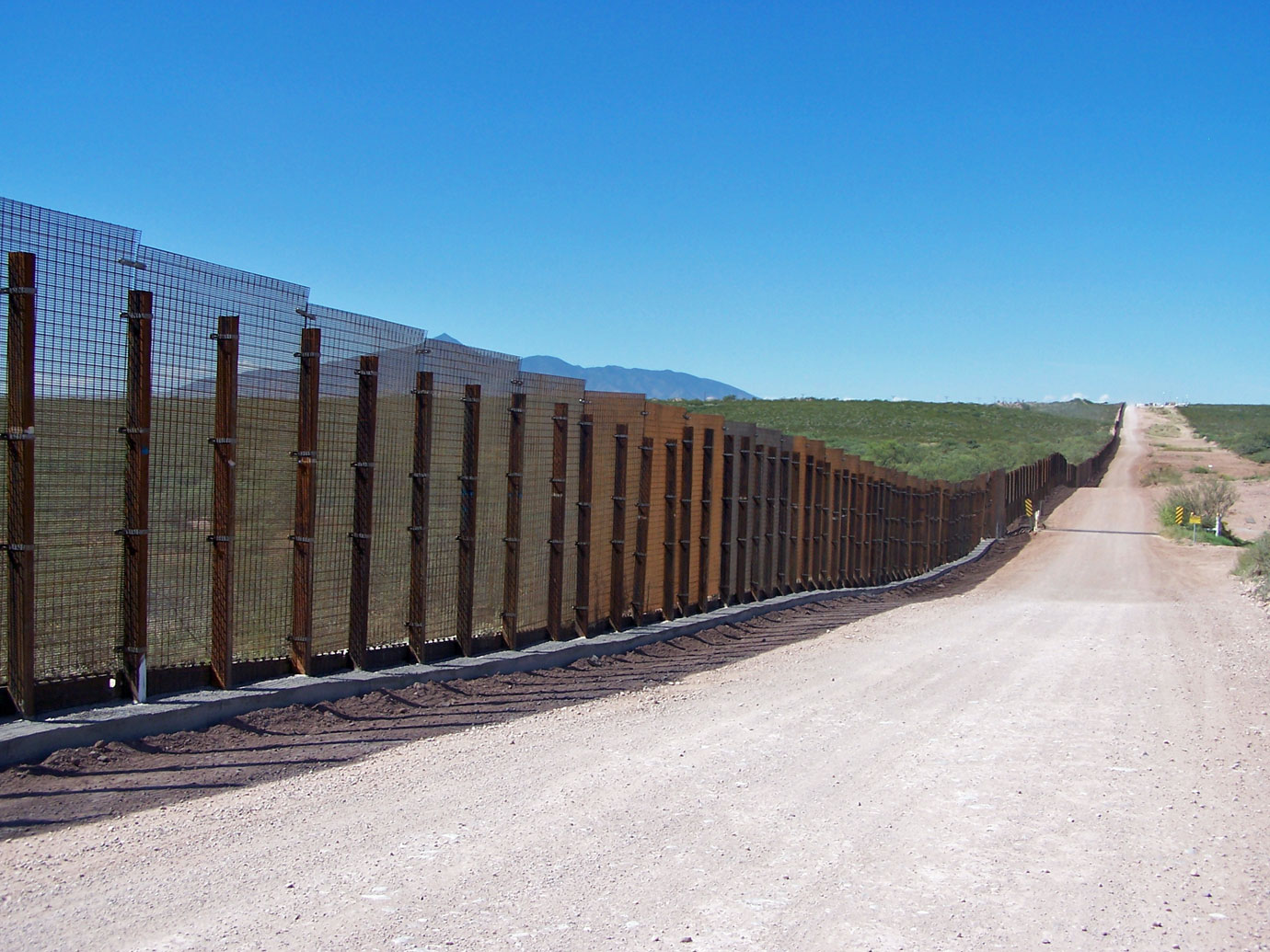 Minuteman border fence photo gallery for Border wall